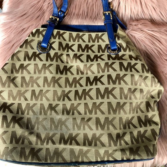 Michael Kors Handbags - Micheal Kors ladies purse